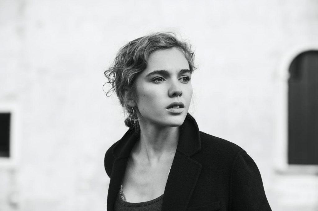 user_female_portrait